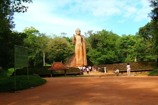 Buttala, Sri Lanka: The Maligawila Buddha Statue
