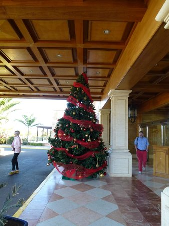 Sheraton Fuerteventura Beach, Golf & Spa Resort: Front entrance 6th January 2014