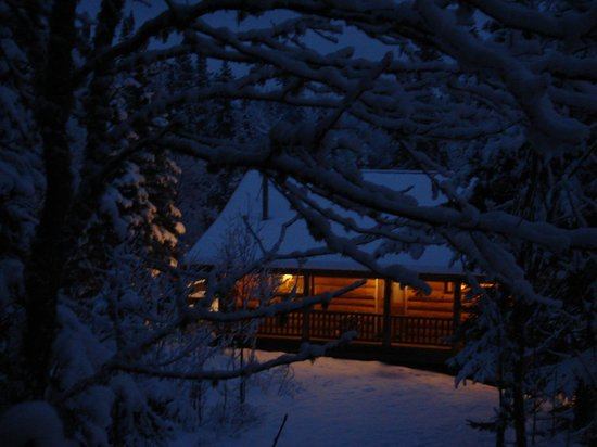 Cascade Lodge: Cozy Cabin 14 on a cold winter night