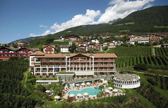 Scena, Italia: Das Hotel Tyrol in Schenna in herrlicher Panoramalage