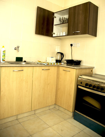 Nairobi Airport Hotel: Functional kitchen in the apartments