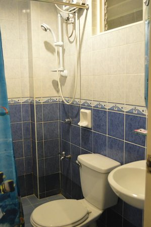 Alu Hotel: Private Toilet and Shower
