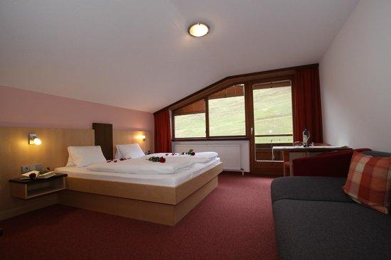 Hotel Garni Tirol: Zimmer 2 Stock