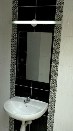 Nairobi Airport Hotel: Master bedroom with an ensuite bathroom