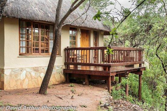 Thornybush Waterside Lodge: Deck off bedroom