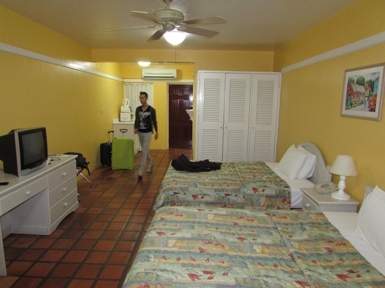 Coconut Court Beach Hotel: La camera