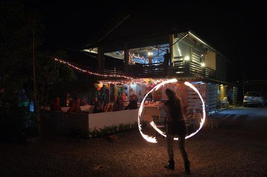 Ban Lom Jen Homestay: 31. December Party with fire show of Jasmin Katz