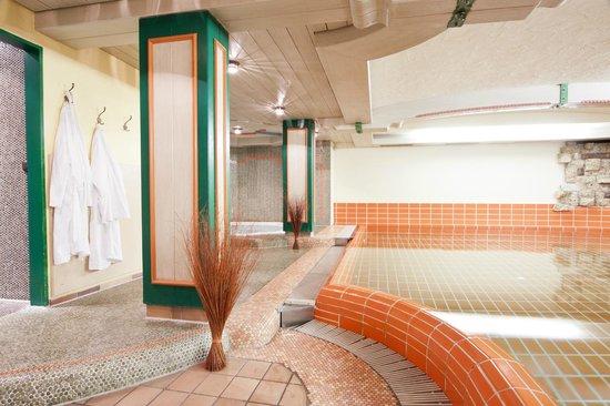 Suitehotel Kleinwalsertal: der Poolbereich