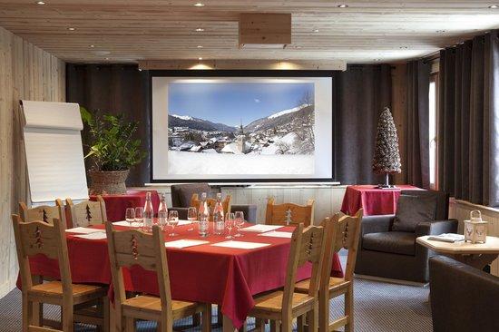 SALON TELE - Picture of Hotel le Petit Dru, Morzine - TripAdvisor