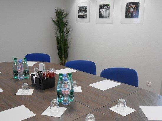 Ibis Strasbourg Nord Haguenau : Salle de séminaire