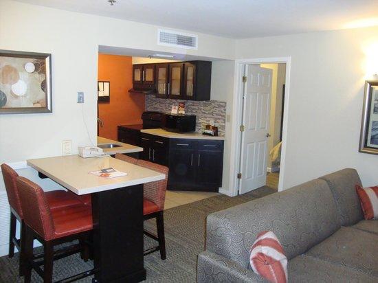 Staybridge Suites Lake Buena Vista: Cocina y Comedor