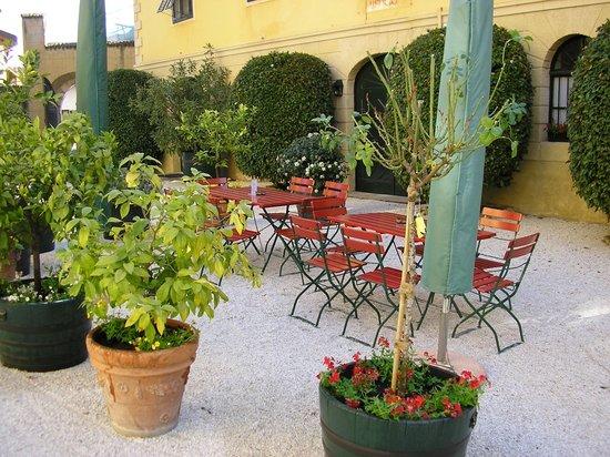 Caldaro sulla Strada del Vino, Italia: getlstd_property_photo