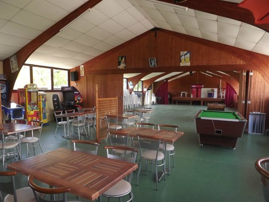Camping la Rive : salle d'animation