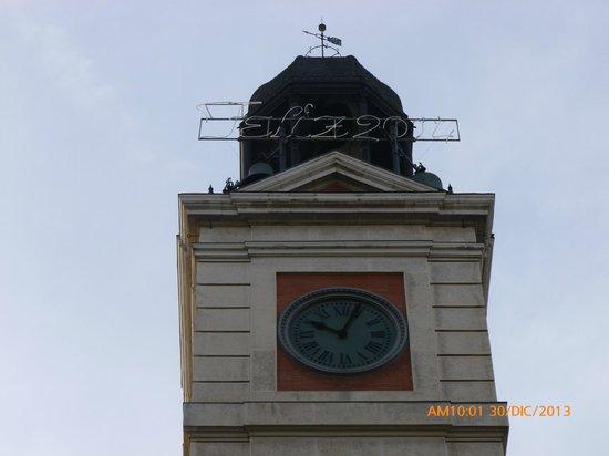 Reloj de novhevieja picture of puerta del sol madrid for Puerta del sol santiago