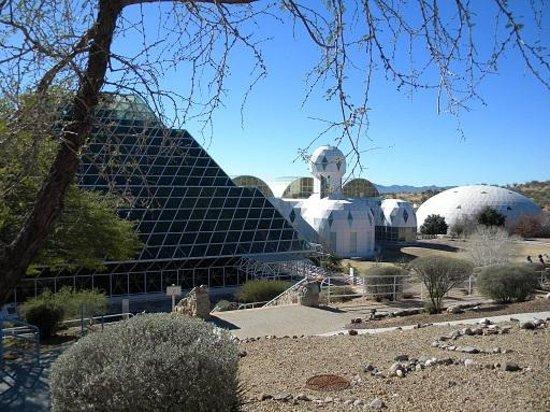 Biosphere 2: outdoor walk4