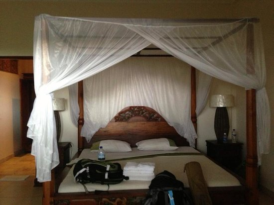 Permana Cottages: Guestroom was clean & comfy.
