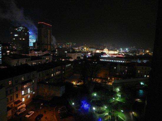 ibis Kiev City Center : Вечерний вид из окна