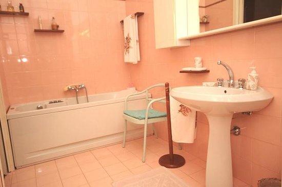B&B Casa Scalera: Bagno privato camera Magnolia con vasca jacuzzi