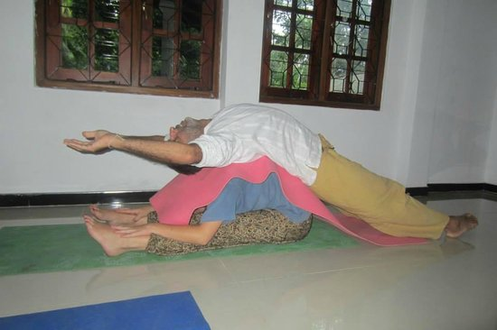 Shanthi Niwahana Kandy : Yoga with Sanjay!