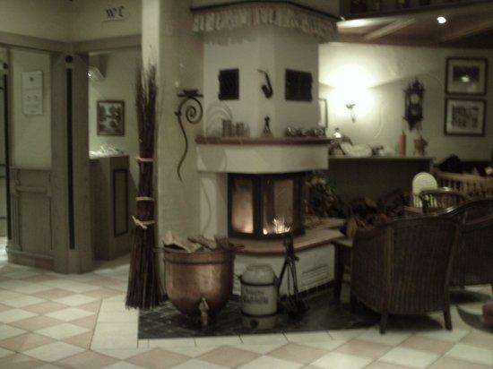 Landgasthaus Niermann: Kamin im Restaurant