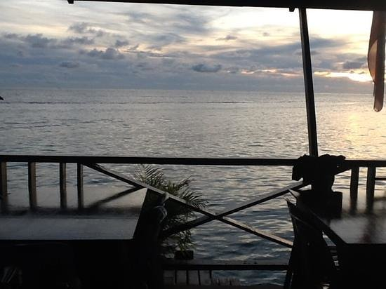 Mabul Backpackers: on the deck@ mabul divers