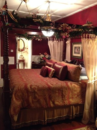 The Saragossa Inn B&B: South Wind Suite King Bed