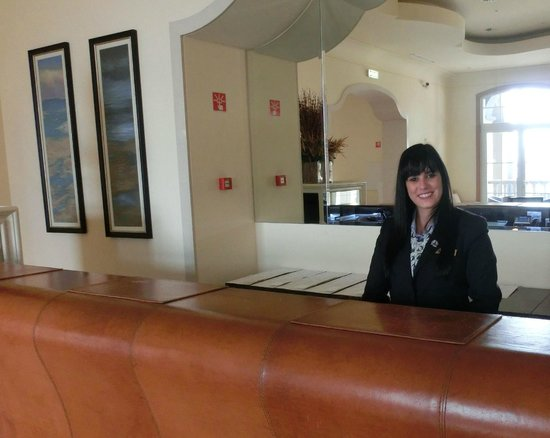 Quinta do Lorde Resort, Hotel & Marina : A welcome smile at reception