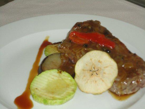 VIK Suite Hotel Risco del Gato : Delicioso plato de carne