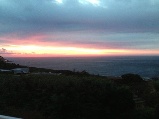 Cape Rose Cottage : Stunning sunset from balcony