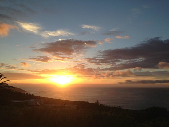 Cape Rose Cottage : Not tiring of another sunset