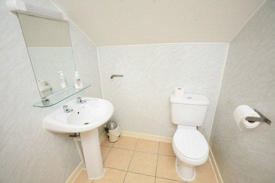 Smiths Hotel: Bathroom