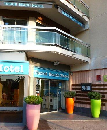 Tiercé Beach Hôtel : Entrée TIERCE BEACH HOTEL