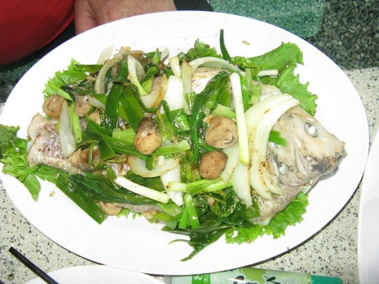 Bo Ke Lucky: Red Snapper with onions and mushrooms