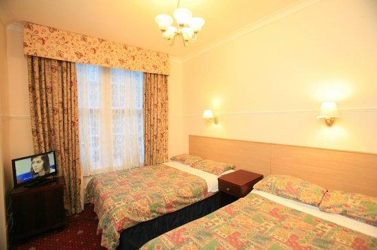 Smiths Hotel: Quadruple Room