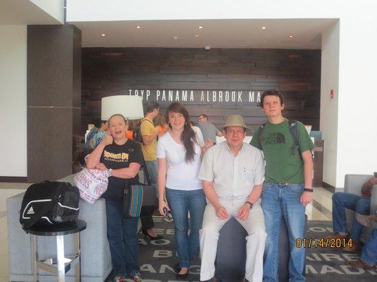 Wyndham Panama Albrook Mall: En el Lobby, ultimo día.