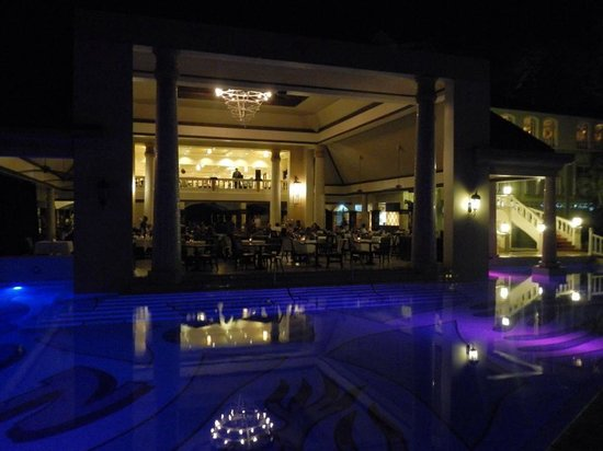 Sandals Regency La Toc Golf Resort and Spa: The Pavillion at night, with the pool lit up!