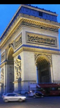 Niel Hotel : Arc de Triomphe, just 12 minutes walk from Hotel Niel