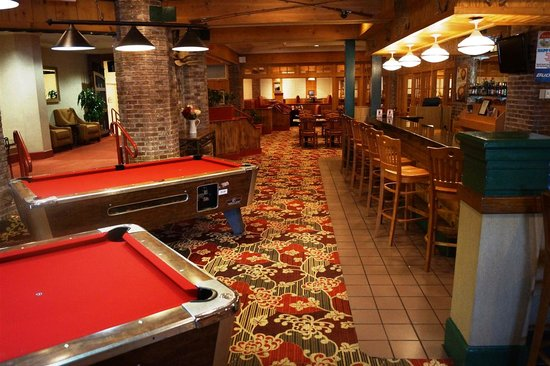 Moose Creek Steak House : Lounge and Bar Area