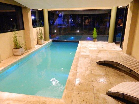 Hotel Walkirias Suites & Spa : pileta cubierta
