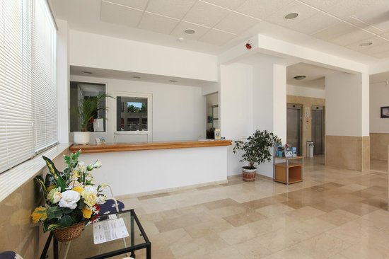 Benimar Apartments: Recepcion
