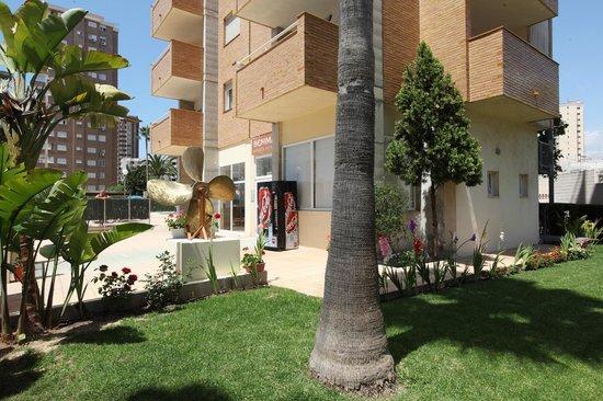 Benimar Apartments: Entrada exterior a Apartamentos Benimar