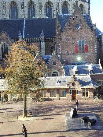 Ambassador City Centre Hotel: Вид из окна номера отеля на Большую Церковь
