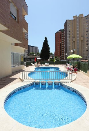Benimar Apartments: Piscina