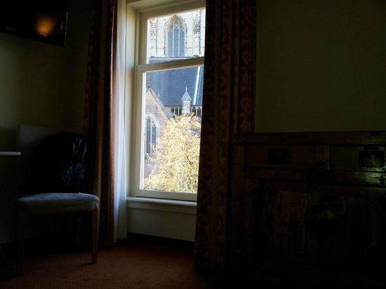 Ambassador City Centre Hotel: Окна номера с видом на Большую Церковь