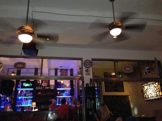 Los Tabernacos Sports Bar and Lounge: Habs memorabilia everywhere!
