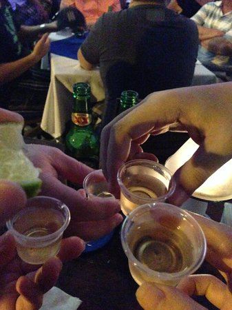 Los Tabernacos Sports Bar and Lounge: Tequila for the winners!