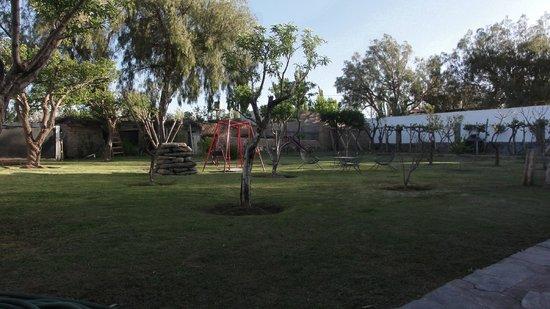 Hosteria Cachi Pueblo Hermoso: Patio con frutales
