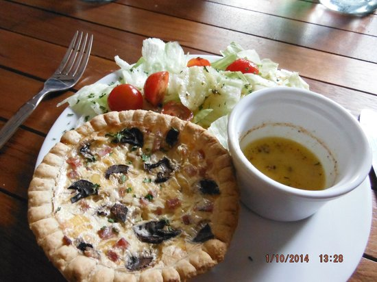 Ave Del Paraiso: Individual hamd and mushroom quiche with salad and dressing