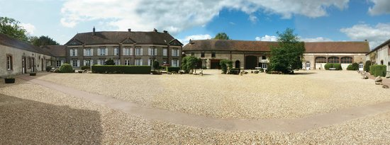 Eure-et-Loir, Frankrig: grand maison coté cour