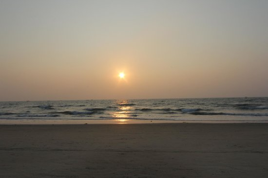Dona Sylvia Beach Resort: Just before sunset on the beach